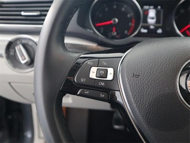 2018 Volkswagen Passat 2.0T SE photo