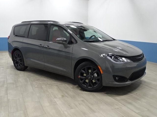 The 2020 Chrysler Pacifica Limited photos