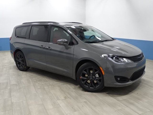 2020 Chrysler Pacifica Limited photo