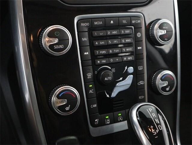 2016 Volvo XC70 T5 Drive-E Platinum photo
