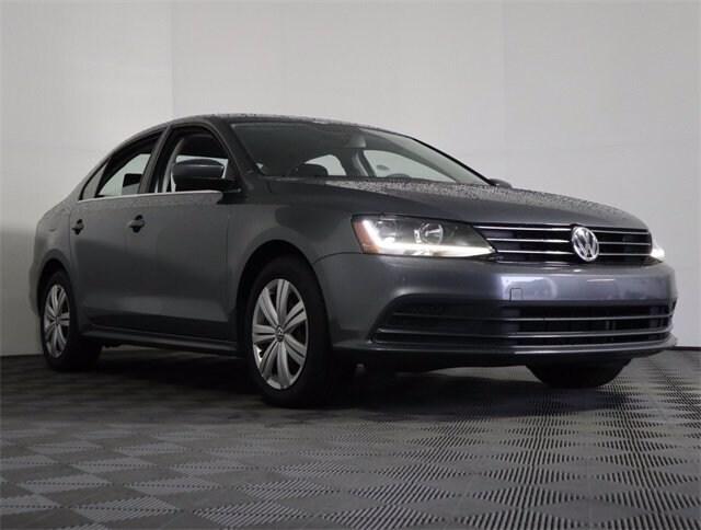 The 2017 Volkswagen Jetta 1.4T S photos