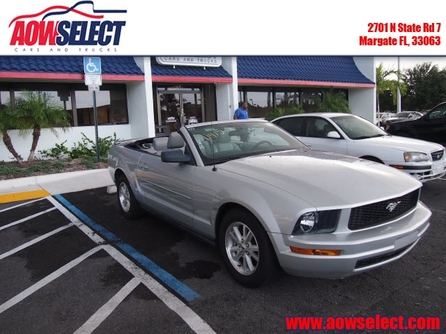 The 2007 Ford Mustang V6 Deluxe photos