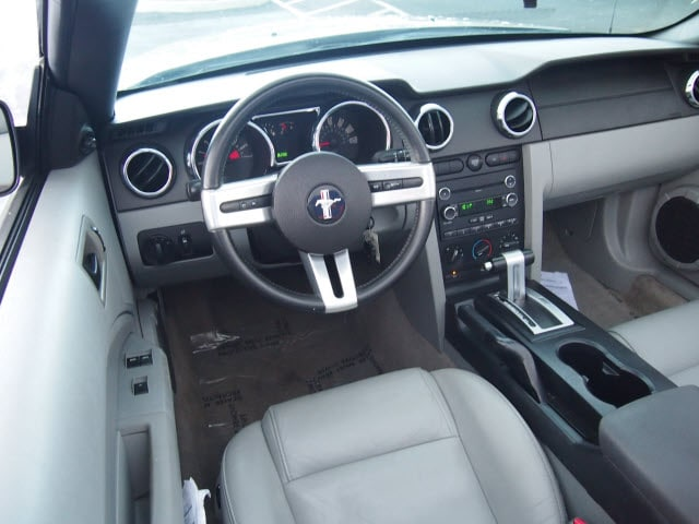 2007 Ford Mustang V6 Deluxe photo